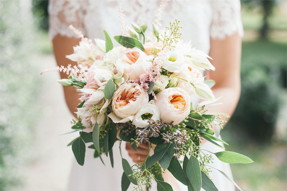 Choosing the perfect bridal flower bouquet